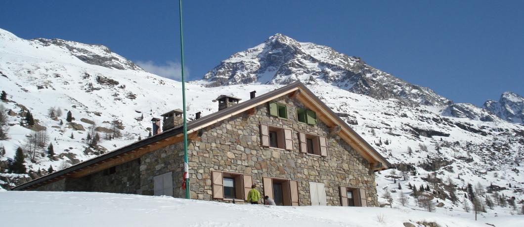 Il Rifugio Federico Valgoi in Val dosdè