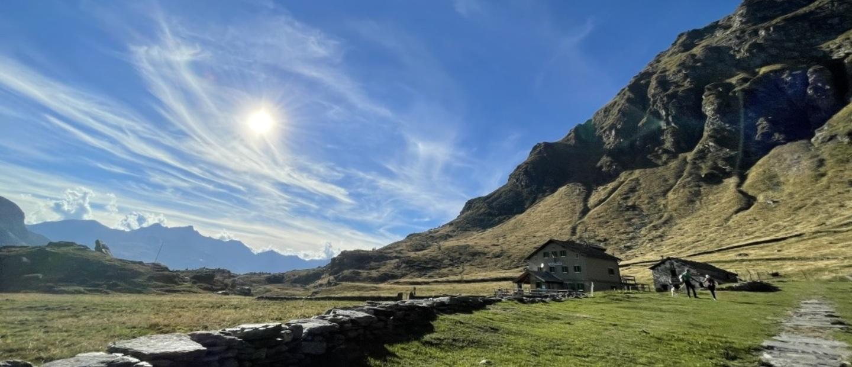 Angeloga con lago e mucche
