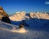Il colle delle Pale Rosse lo si raggiunge facilmente con gli sci d'alpinismo o ciaspole, dopo circa 2 ore di salita dal rifugio Pizzini, da qui il panorama si apre su tutte le cime del ghiacciaio dei Forni.