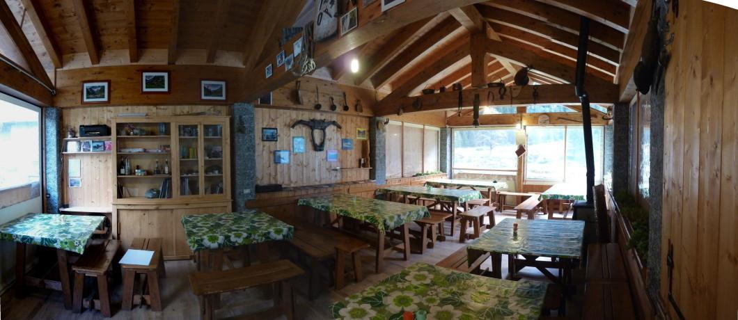Sala pranzo del rifugio Rasega
