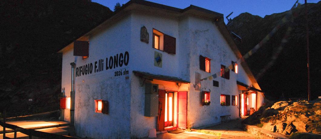 Rifugio F.lli Longo di notte