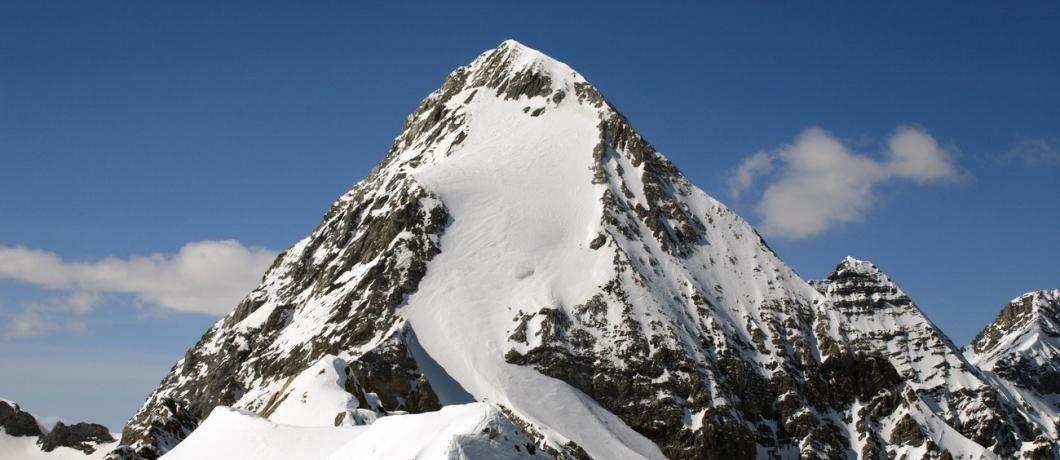 La forma maestosa e piramidale del Gran Zebrù