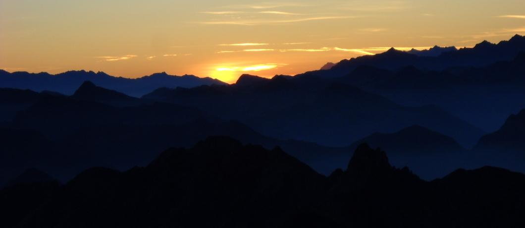 alba sulle montagne rifugio tavecchia