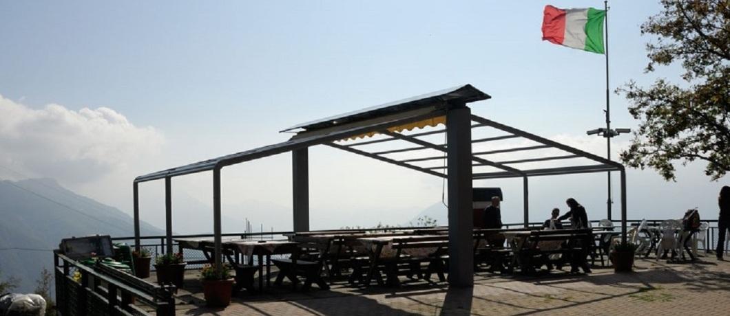 Il terrazzo del rifugio Vittoria
