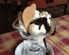 Gustosissima coppa gelato con gelato alla panna, mirtilli nostrani e panna montata!!