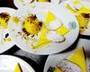 biscottini alle ortiche con semifreddo vaniglia e zafferano sotto scaglie di cioccolato fondente