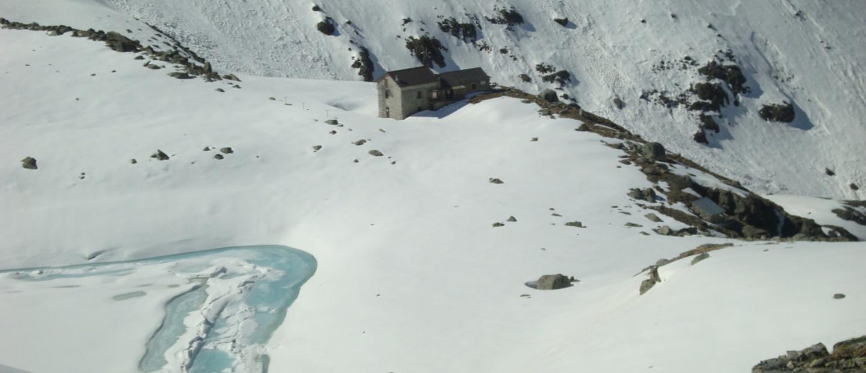 Rifugio F. Tonolini con neve