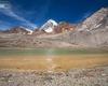 Il laghetto di Cedec si trova poco più avanti del rifugio Pizzini, le sue acque limpide contrastano con le rocce rosse e la neve del Gran Zebrù