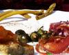 boccioli di tarassaco sott'aceto di mele, germogli di pungitopo sott'olio e polentina con zucca in carpione con salumi nostrani