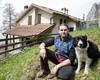 Il rifugista Nicola insieme a Mila vi accoglieranno al Rifugio Stoppani