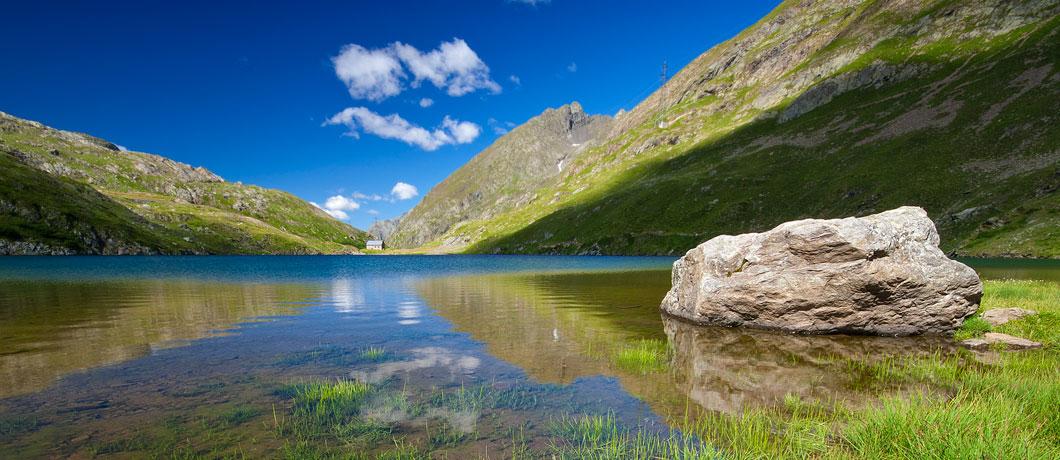Dal rifugio curo ai laghi barbellino rifugi di lombardia for Le piu belle baite in montagna